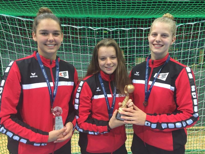 Celia Heinzer, Kyra Gwerder und Debora Annen v.l.n.r. holten an der U16 Open EM in Göteborg den guten vierten Platz.