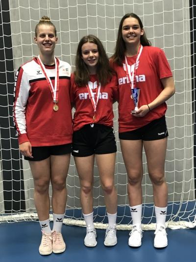 Die drei talentierten Innerschweizerinnen v.l.n.r. Debora Annen, Kyra Gwerder und Celia Heinzer holten zum zweiten Mal in Folge den RA Schweizermeistertitel und waren mit der Schweizer Nationalmannschaft an einem Lehrgang in Ruit.