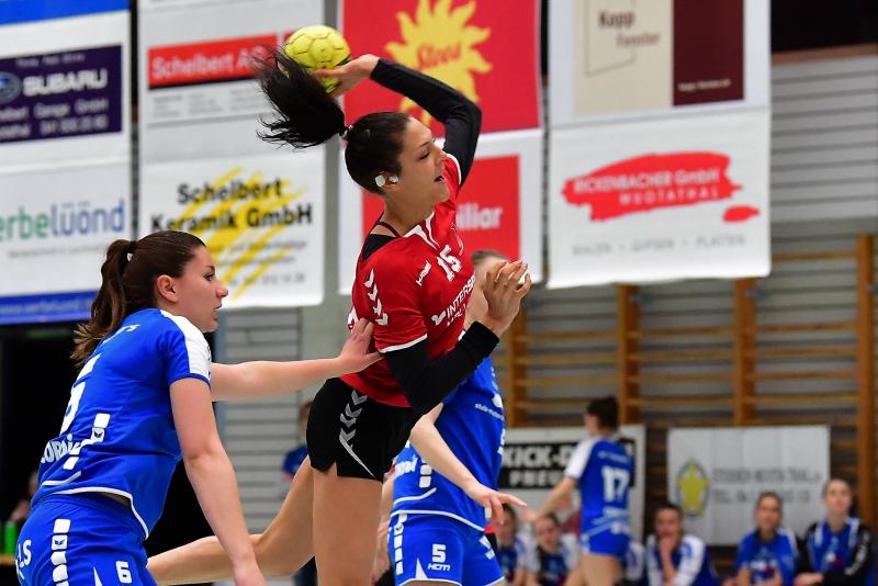 Gegen den HC Malters siegte die SG mit 20:18. Corine Weber am Ball erzielte 11 Treffer. (Bild: Andy Scherrer)