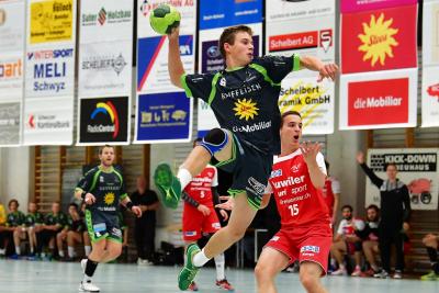 Der KTV Muotathal, hier mit Ivo Betschart am Ball, siegte gegen den TV Muri mit 27:24. (Bild: Remo Scherrer)