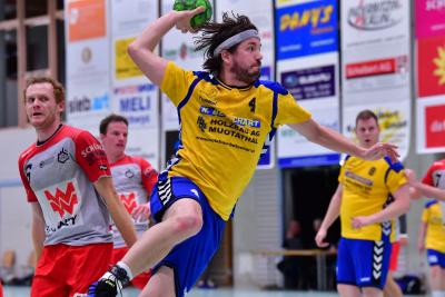 Jörg Hediger und sein Team behielten in der spannenden Schlussphase einen kühlen Kopf und besiegten Seetal mit 29:27. (Bild: Andy Scherrer)