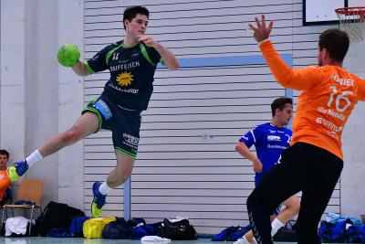 Der KTV Muotathal, hier mit Patrick Henseler am Ball, besiegte Altdorf im Derby mit 29:27. (Bild: Andy Scherrer)