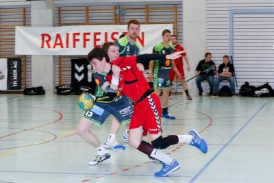 Im letzten Spiel überzeugte vor allem die aggressive Verteidigung wie hier mit Fabian Geiger. Die Abwehr könnte auch in der kommenden Partie wieder der Schlüssel zum Erfolg werden. (Bild: Esther Heinzer)