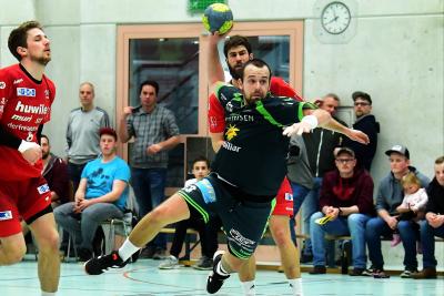 Gegen Bern erwartet der KTV Muotathal, hier mit Kevin Heinzer am Ball, ein hartes und enges Spiel. (Bild: Andy Scherrer)