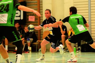 Vergangene Saison konnte der KTV Muotathal, hier mit Matteo Schelbert am Ball, gegen Kriens mit 31:23 gewinnen. (Bild: Andy Scherrer)